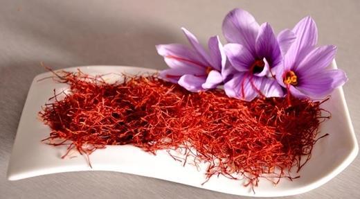 nhuy hoa nghe tay chat luong cao - Bí Quyết Trẻ Hóa Da Với Nhụy Hoa Nghệ Tây và Dầu Dừa