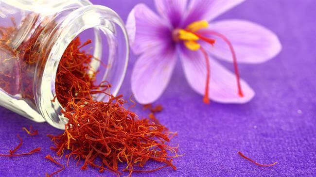 lam the nao de phan biet duoc nhuy hoa nghe tay - Saffron Giúp Da Mịn Màng Se Khít Lỗ Chân Lông